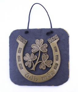 Ádh mór Irish horseshoe wall plaque with shamrock design.